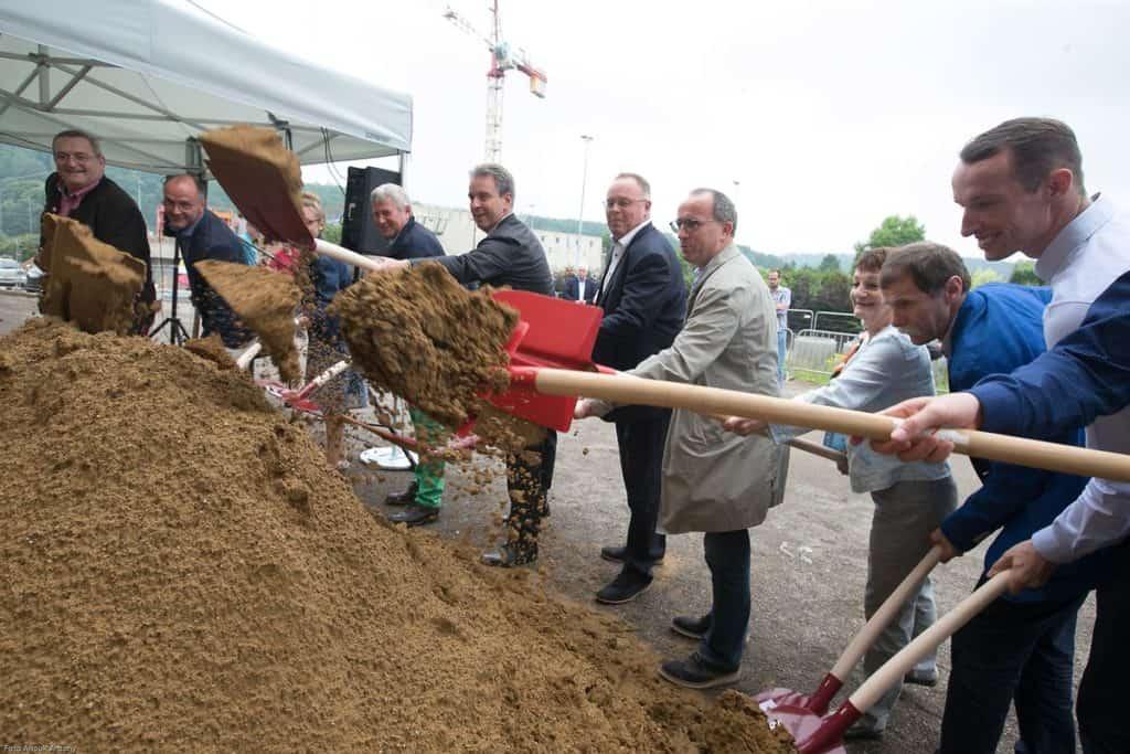 "Symbolic groundbreaking ceremony for the construction of the ""SportFabrik"""